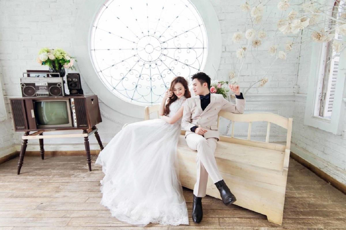 dịch vụ chụp ảnh cưới trong phòng