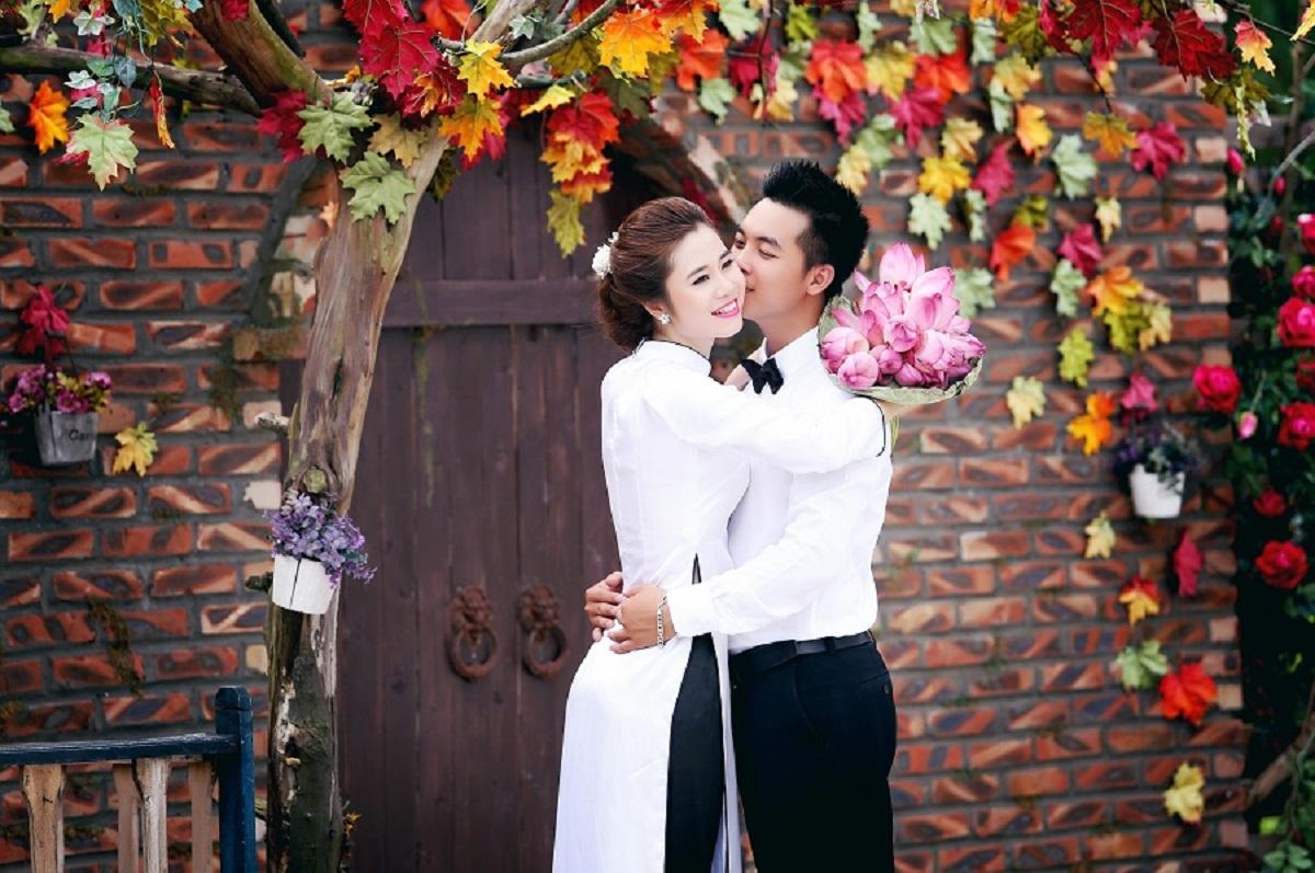 tạo dáng chụp ảnh áo dài cưới