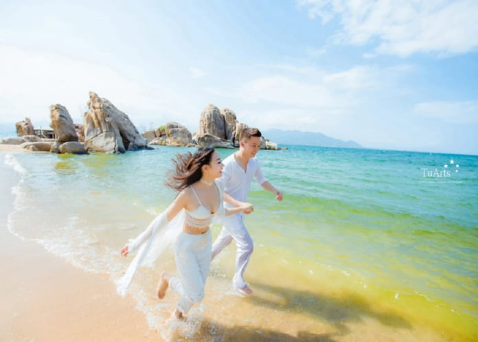 Chụp hình cưới đẹp ở biển