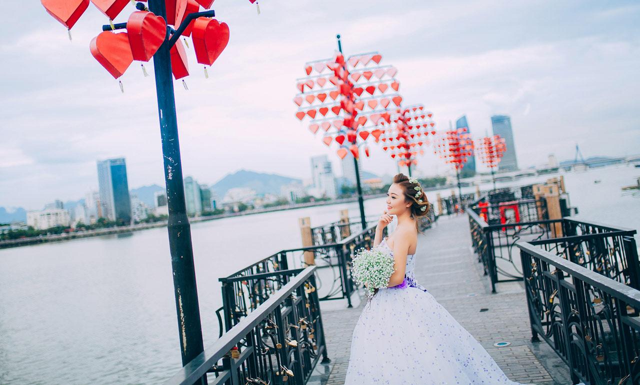 Chụp hình cưới tại Cầu Tình Yêu Đà Nẵng