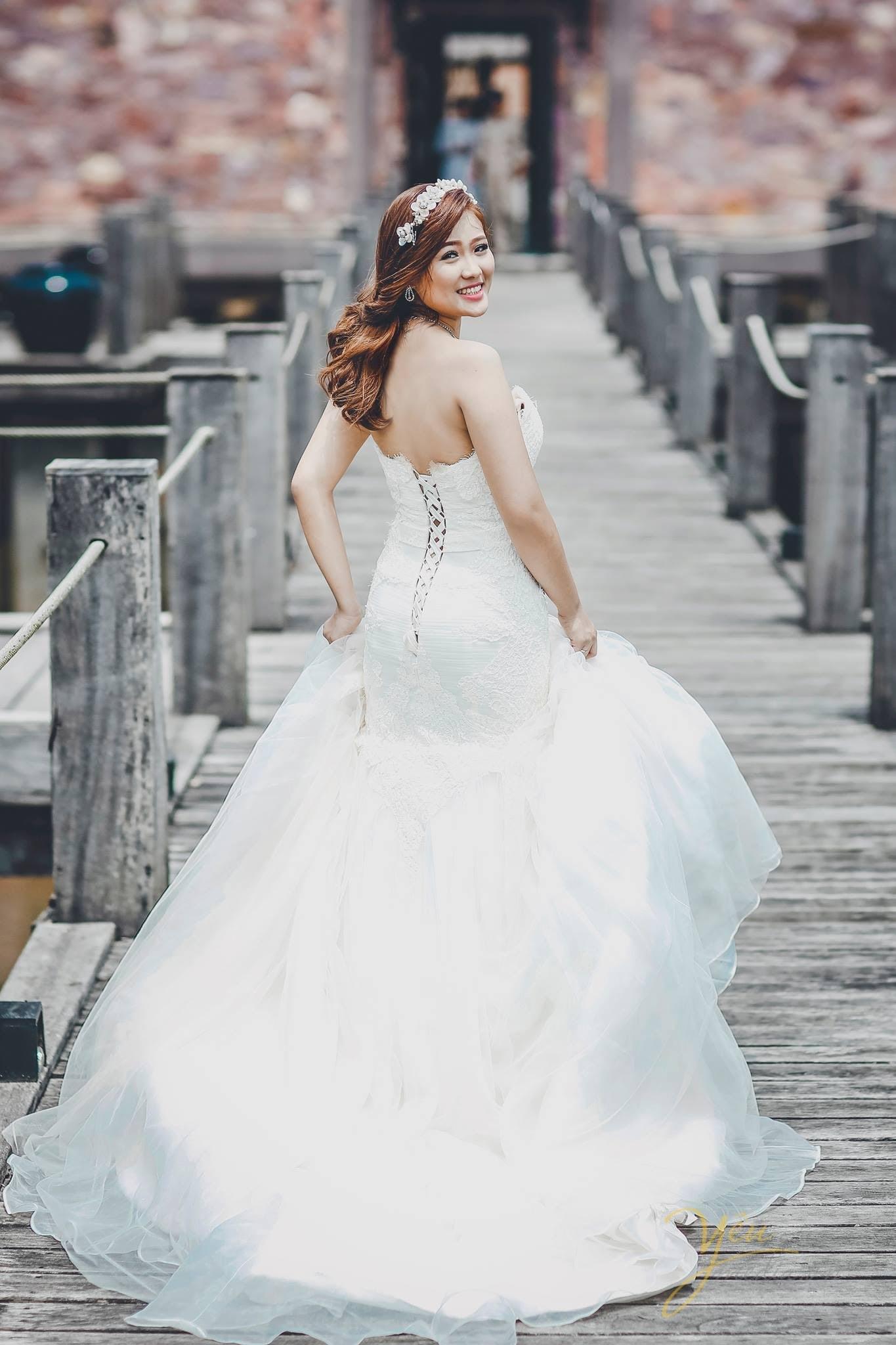 Chụp hình ảnh cưới cô dâu đẹp từ sau bộ váy cưới