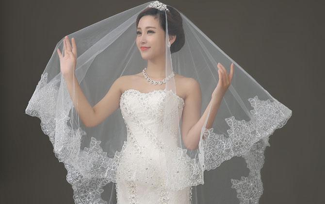 Chụp hình ảnh cô dâu xuyên qua tấm khăn voan