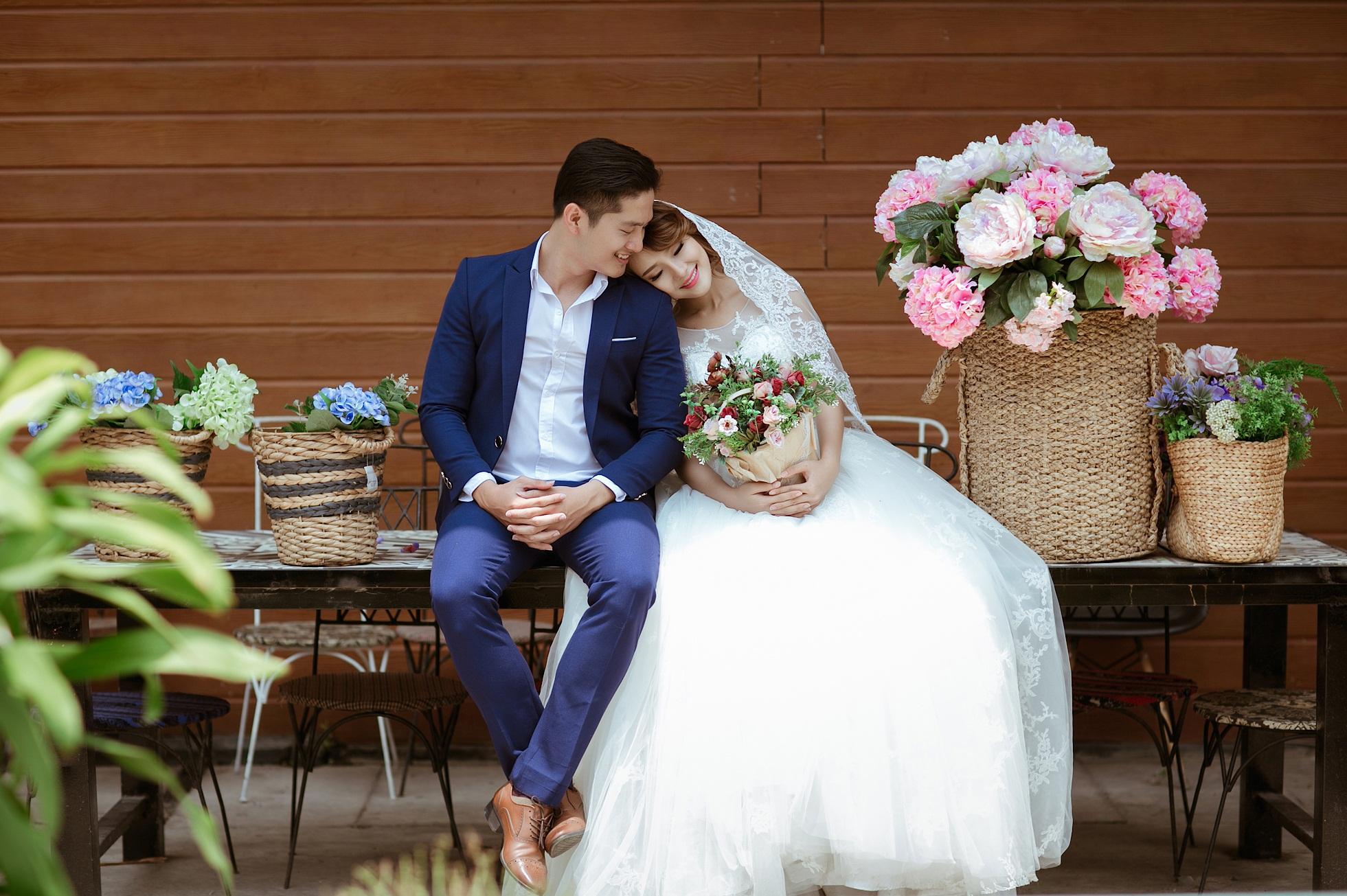 Chụp hình cưới đẹp cho cô dâu khi ngồi
