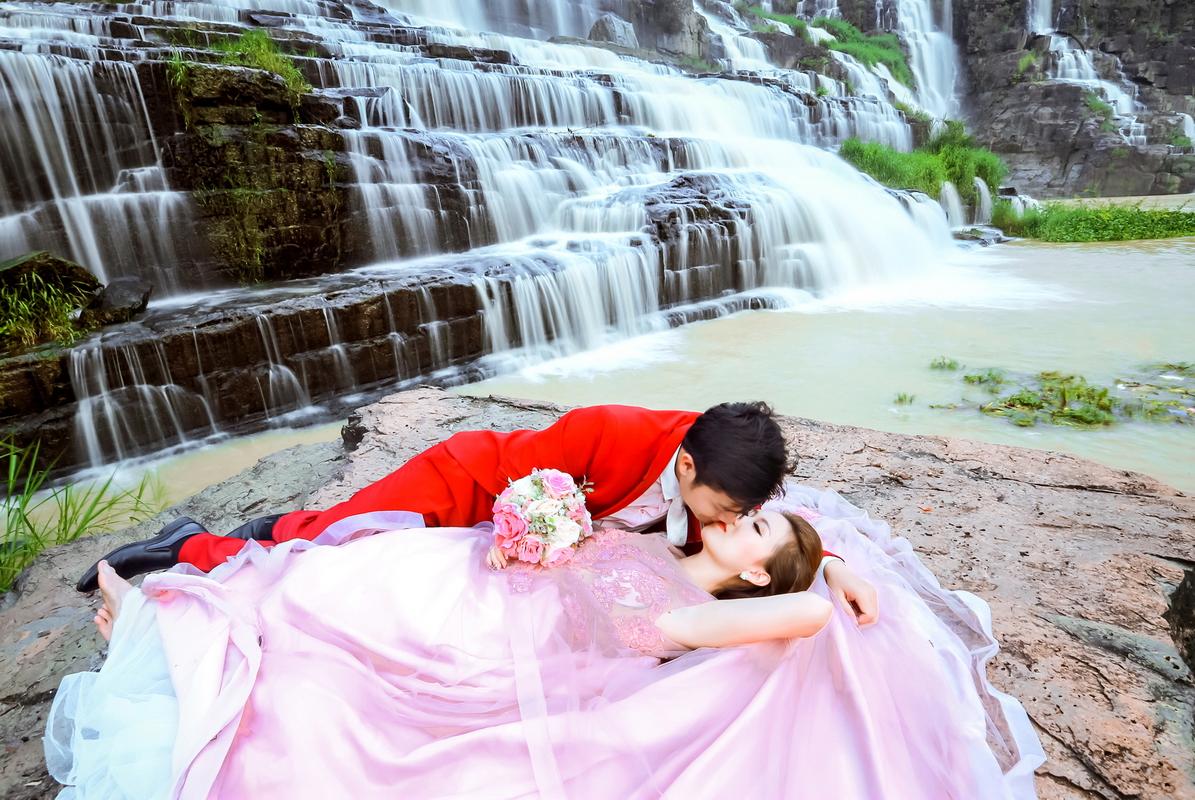 Dịch vụ chụp hình cưới giá rẻ TPHCM trọn gói tại Suối Mơ