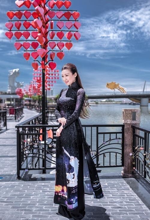 chụp ảnh áo dài lung lung ở Đà Nẵng với cầu tình yêu