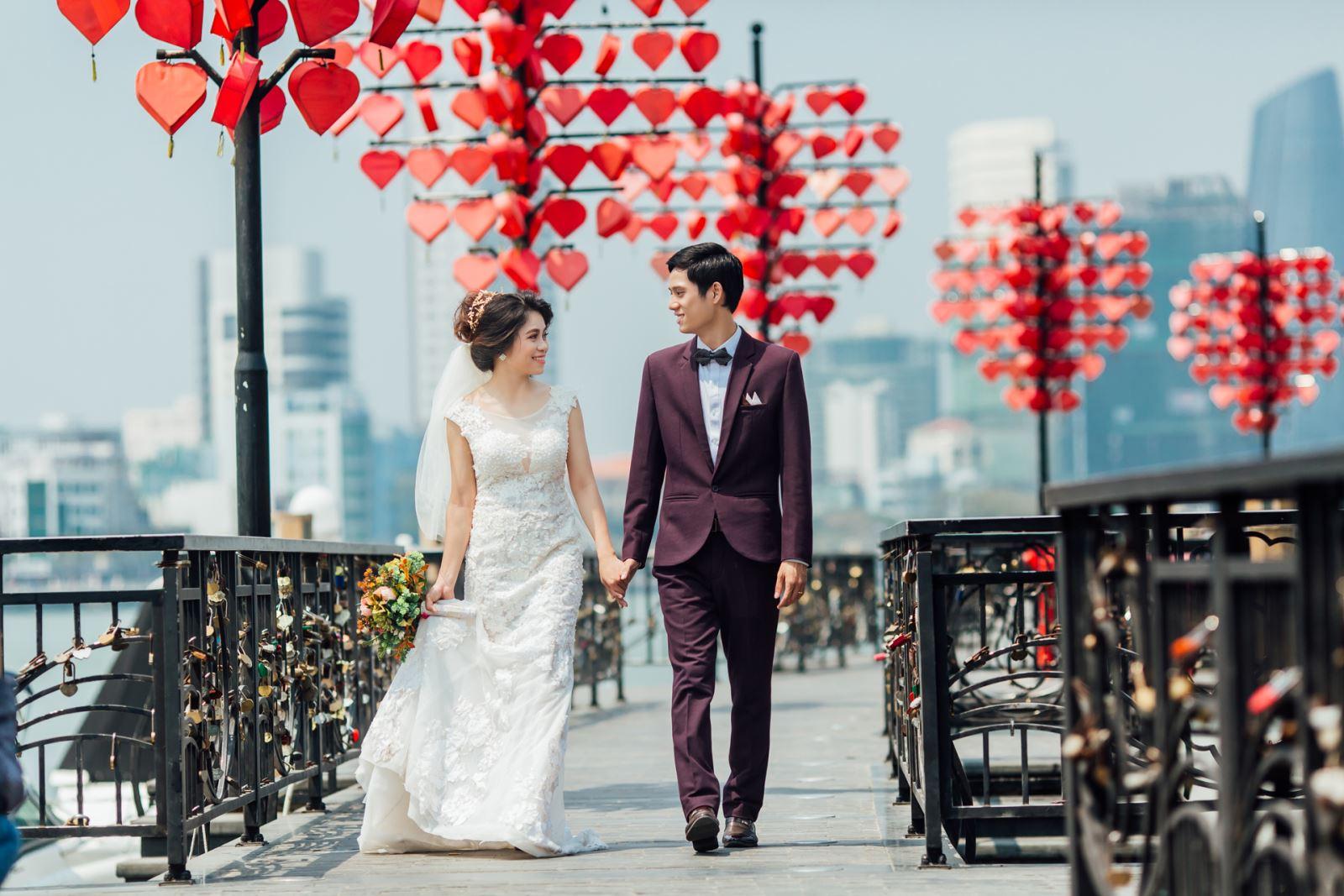 Ảnh cưới đẹp tại Cầu Tình Yêu Đà Nẵng