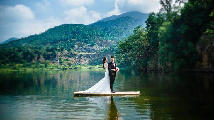 Ảnh cưới lung linh bên bồ xanh Đà Nẵng