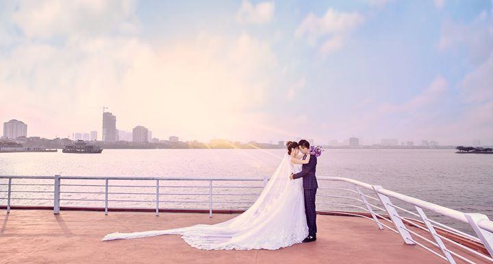 Ảnh cưới đẹp bên bờ biển