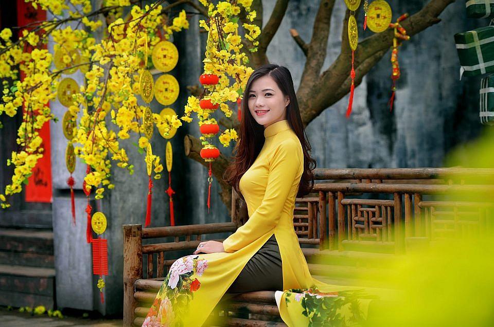 Chụp hình Tết với áo dài truyền thống