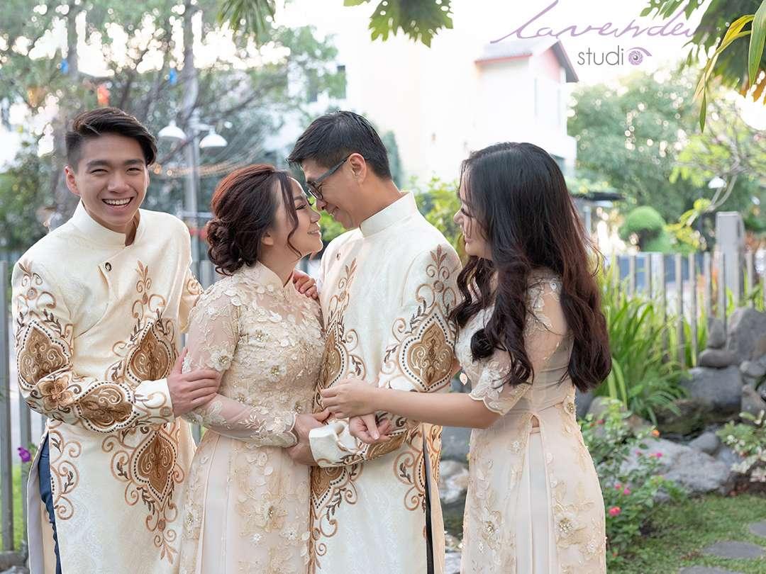 Gia đình nên chọn trang phục gì để chụp hình gia đình Tết 2021