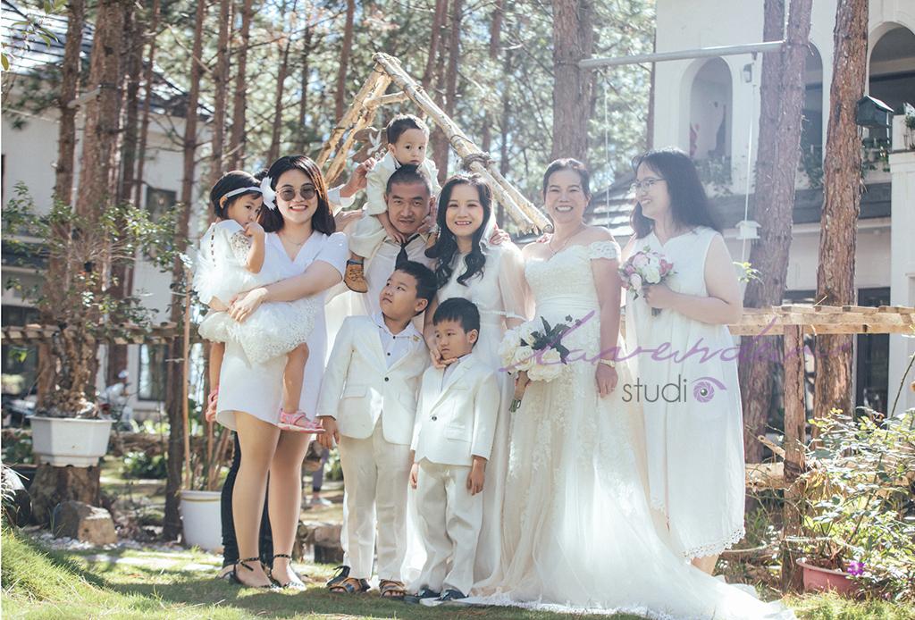 chụp hình kỷ niệm gia đình ở Đà Lạt